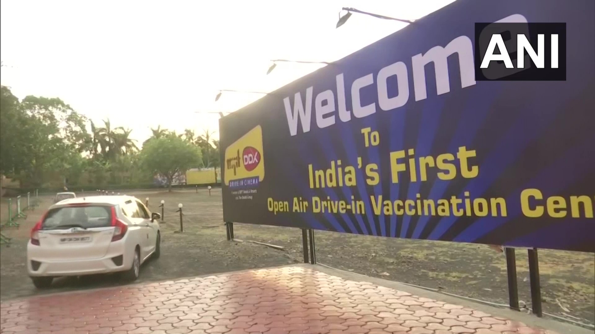 Drive-in vaccination centre in Bhopal