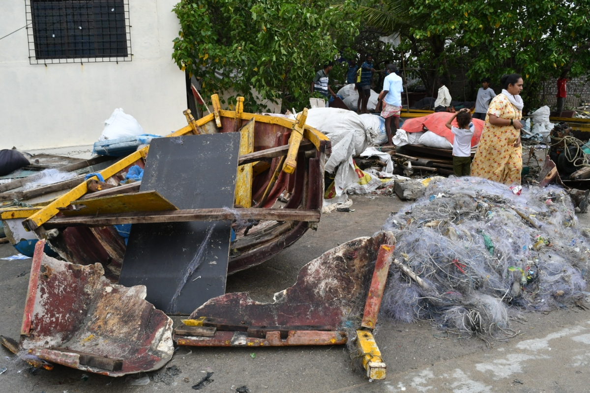 Cyclone Effect On Mumbai Coastal Area. Visuals from Mahim