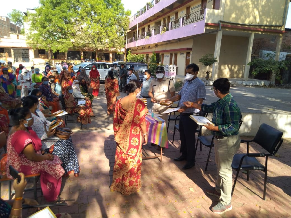 Ujjain: Members of survey team get commendation and sweets