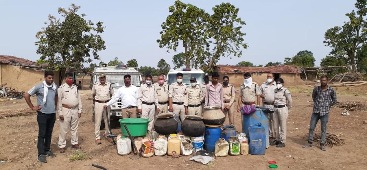 Ujjain: Police busts gang, seized 75 litre raw liquor
