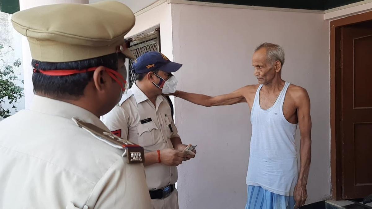Madhya Pradesh: Police spread angelic wings in Shivpuri, Satna; deliver food, medicines to senior citizens
