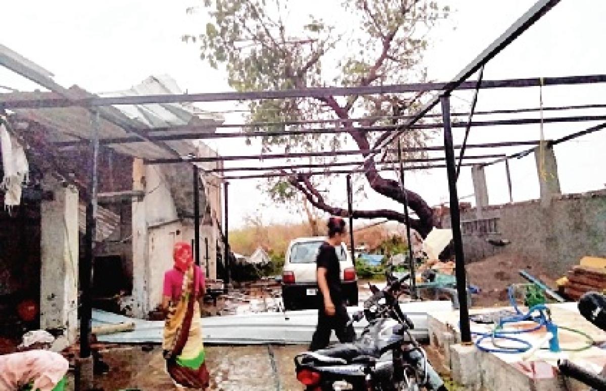 Tauktae pounds Gujarat, 13 killed