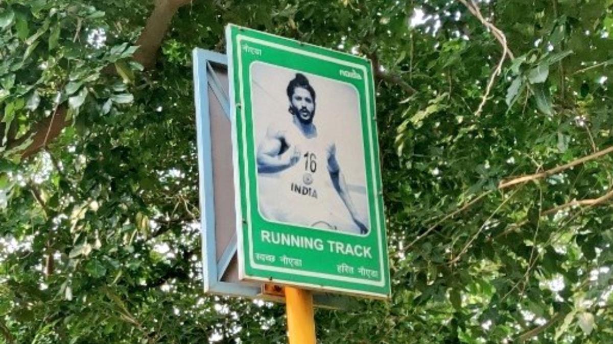 'Kaunsa nasha kiya tha?': Noida stadium puts up picture of Farhan Akhtar instead of Milkha Singh; Twitterati slam authorities