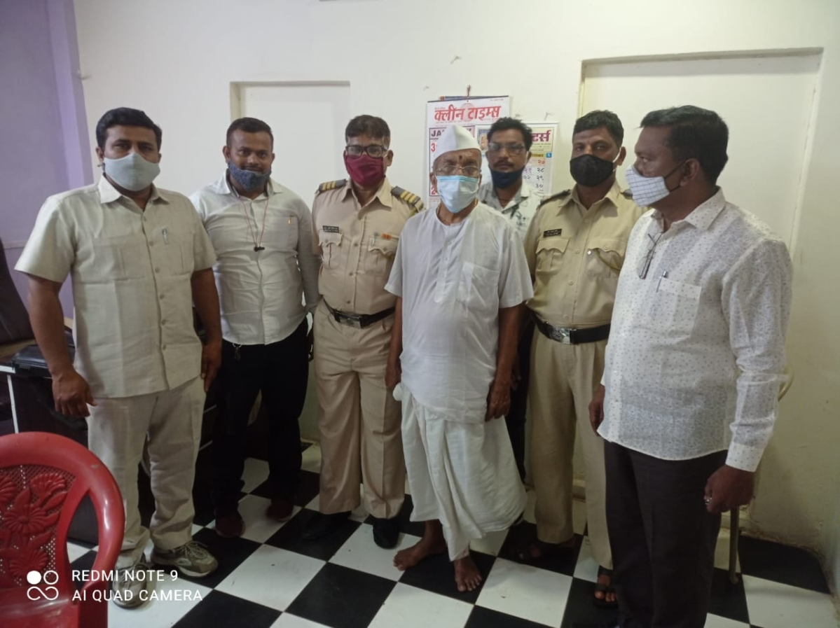 Thane police arrest 85-year-old spiritual guru Gajanan Maharaj Chikankar after viral video shows him assaulting wife with bucket