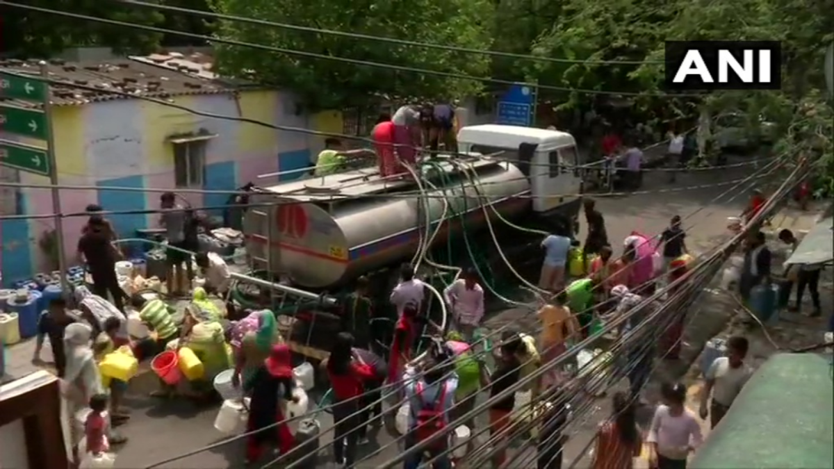 Delhi water crisis: Viral video shows women climbing atop tanker; Twitterati slam Arvind Kejriwal-led AAP govt