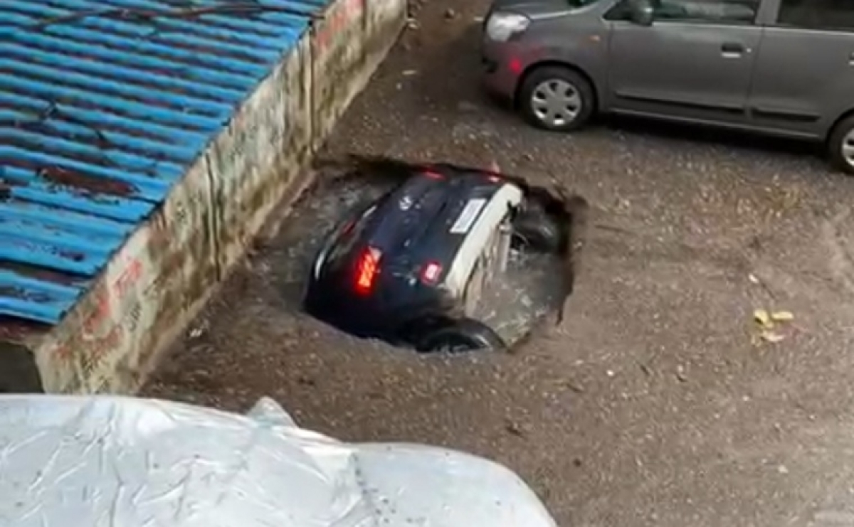 Mumbai: Car 'drowns' in 'well'-turned-parking slot in Ghatkopar; BMC distances itself, says 'it occurred on private premises'