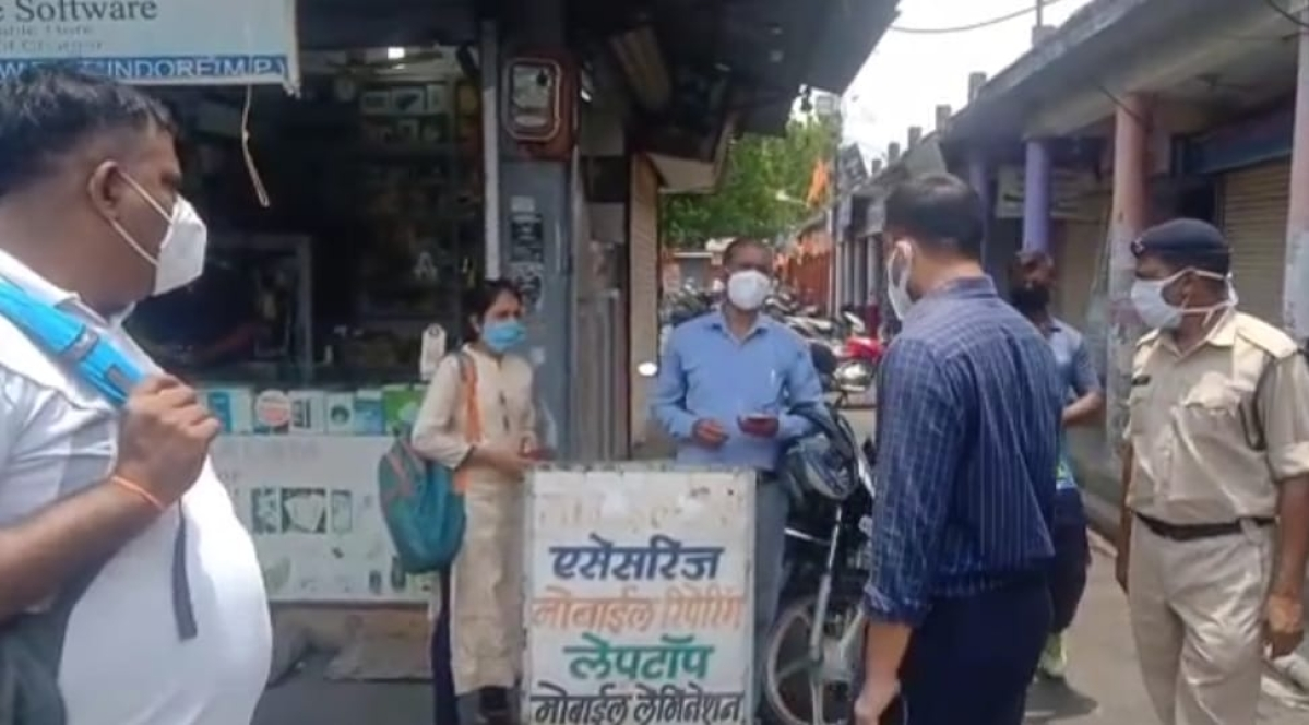 Mhow: Officials visit markets, houses to motivate people for vaccination