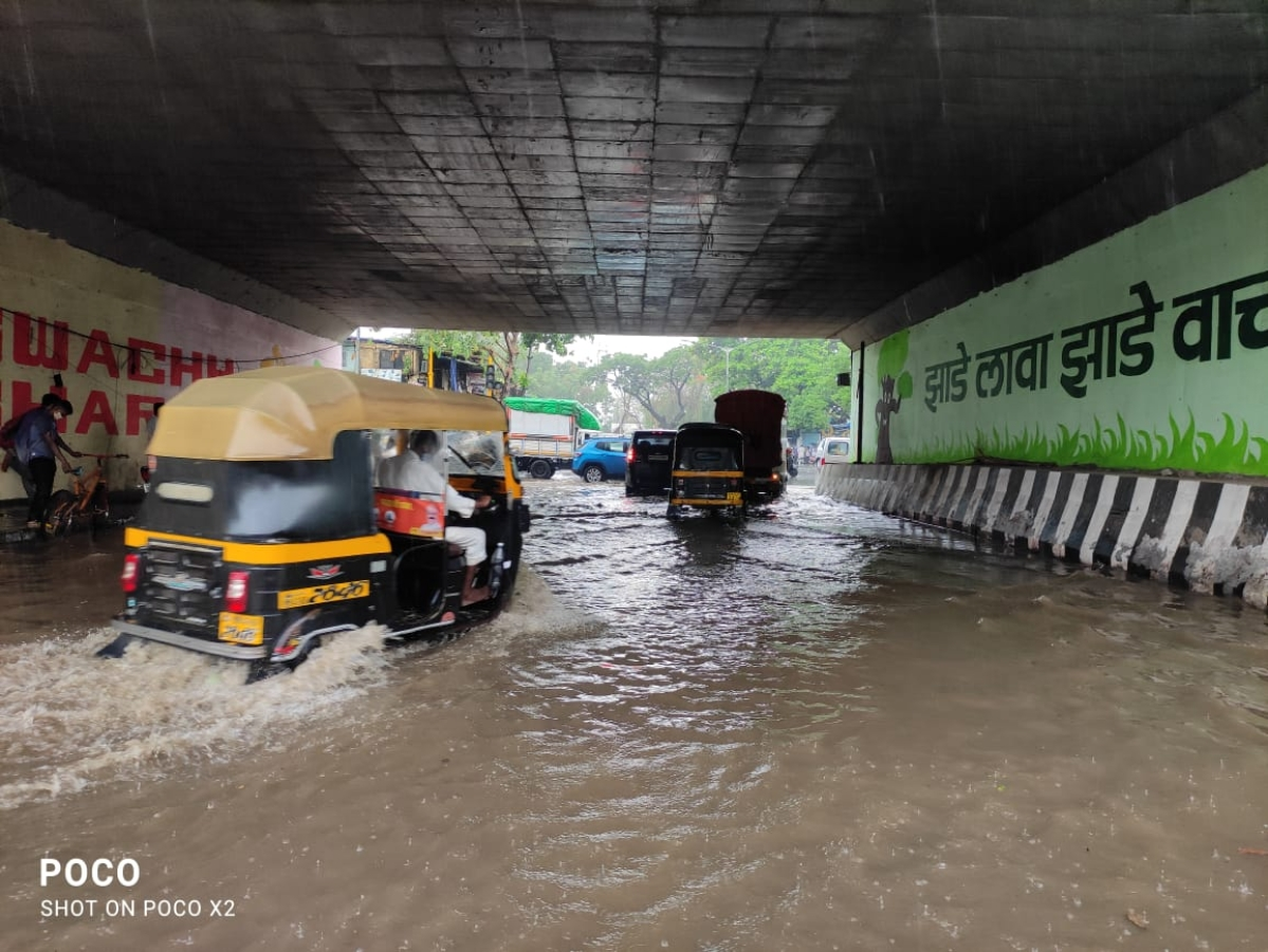 #MumbaiRains: Pre-monsoon showers relieve the city of heat; see pics and videos