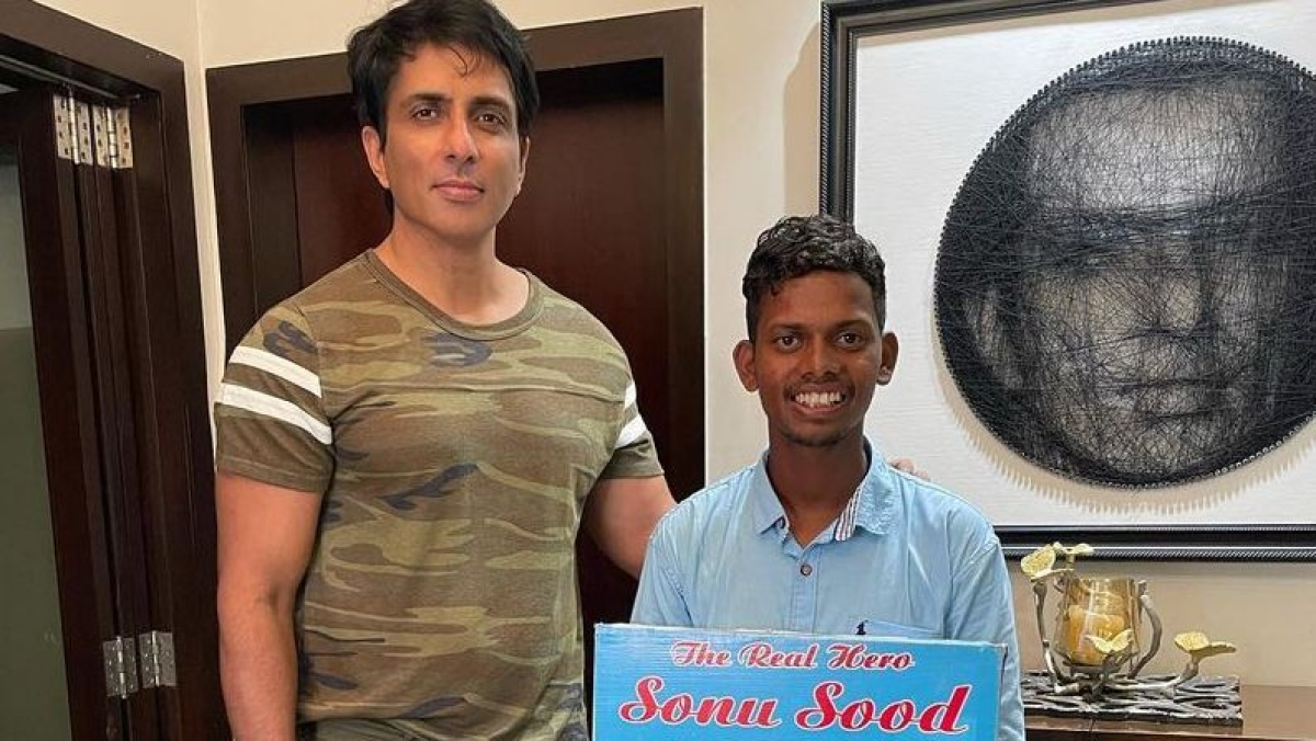 Sonu Sood's 'super fan' walks barefoot from Hyderabad to Mumbai to meet the actor