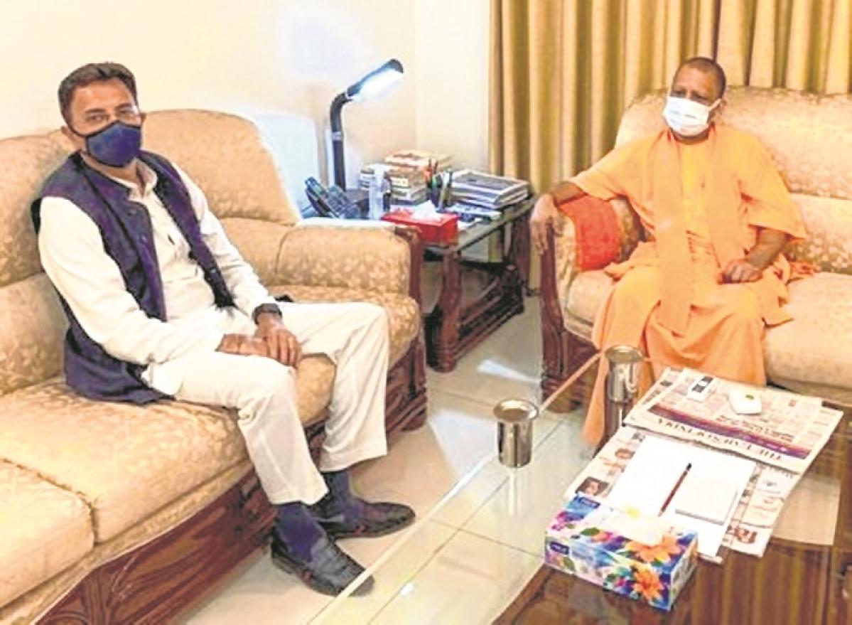 Prasada meets Yogi, seeks 'blessings'