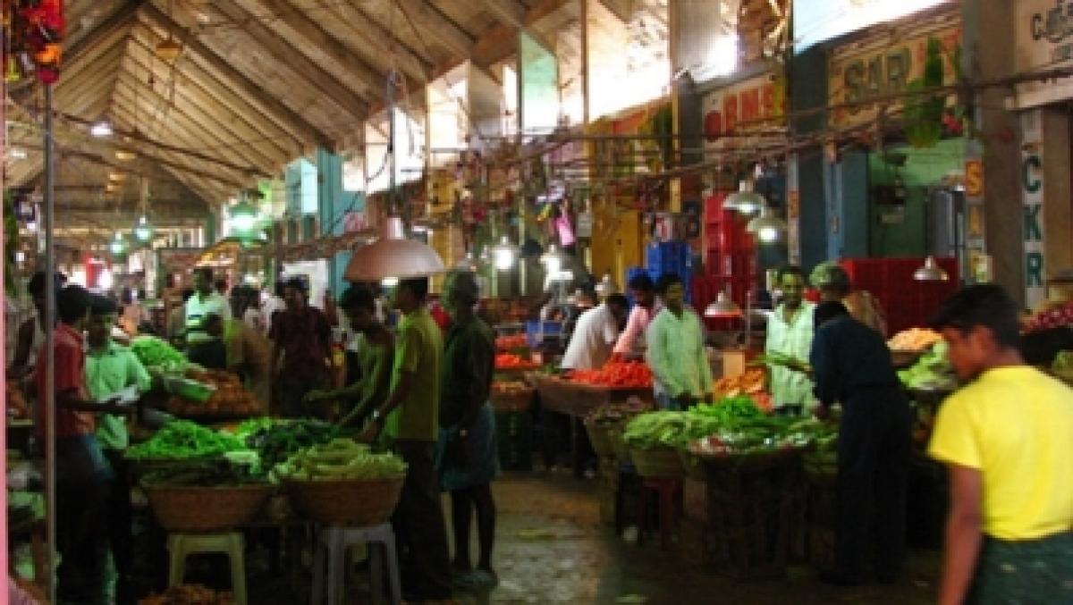 Mumbai: Heavy rains drag down vegetable prices by 15%