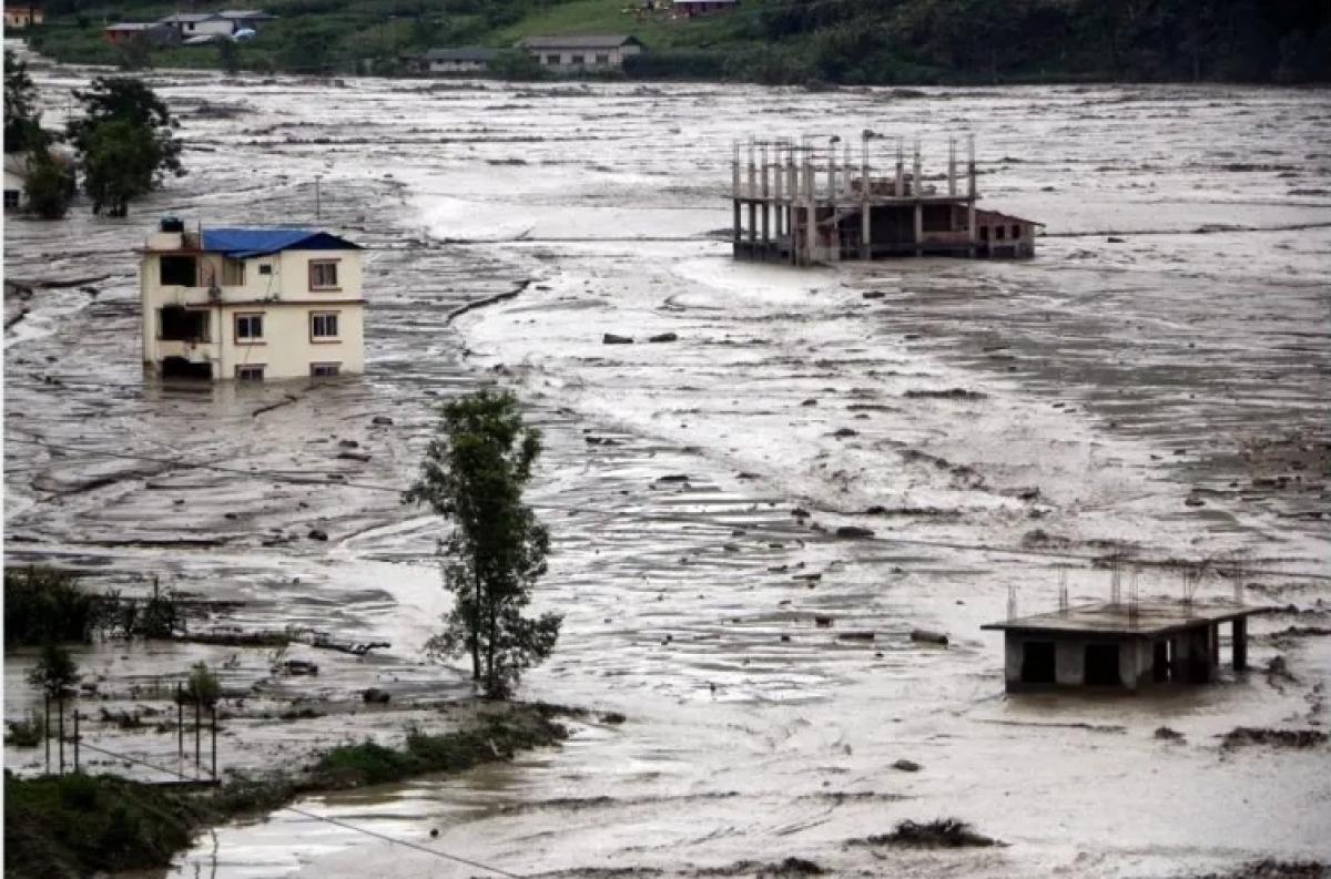 Heavy rain lashes Nepal; 7 killed, scores missing