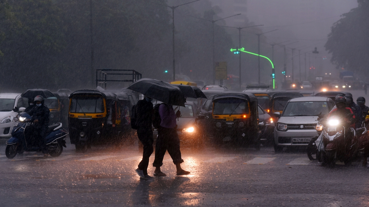Mumbai weather update: IMD issues 'Orange' alert for next four days; moderate to heavy rainfall likely today