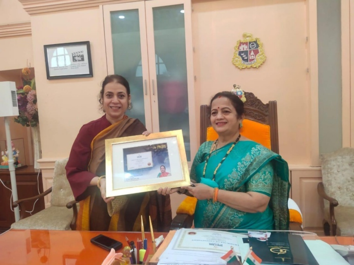 Mumbai Mayor Kishori Pednekar honored with 'World Book Of Records' for outstanding contribution during COVID-19