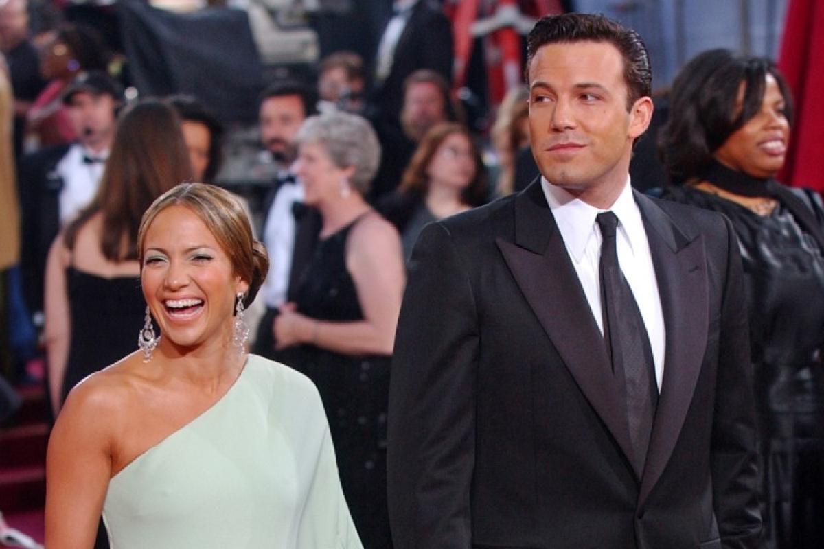 Jennifer Lopez, Ben Affleck caught kissing at her sister's birthday celebrations