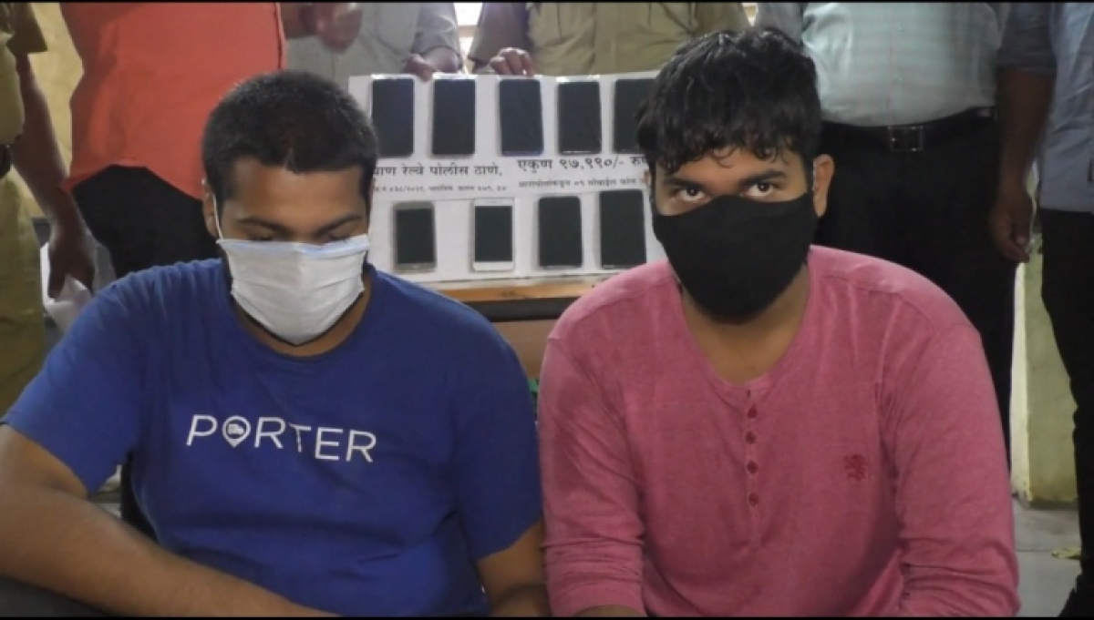 Thane: Two youths arrested for stealing mobile phones in express trains,  around 11 mobile phones seized