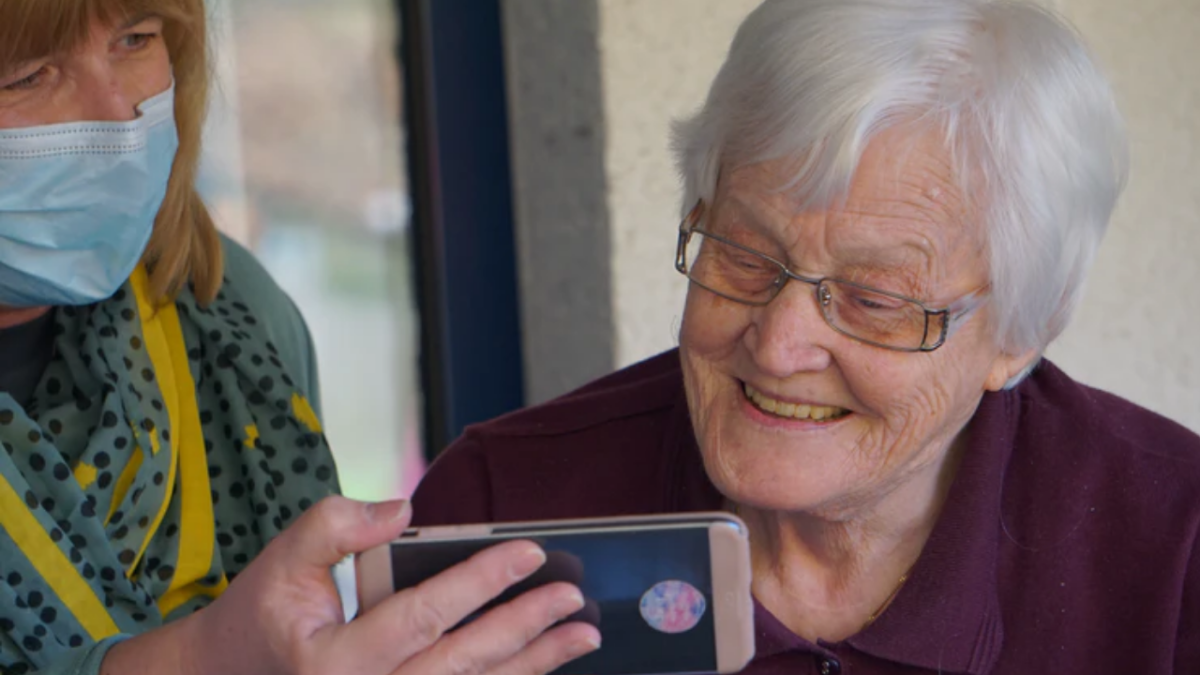 Why should youngsters have all the fun? 'GetSetUp' helps older adults ace the virtual world; here's how