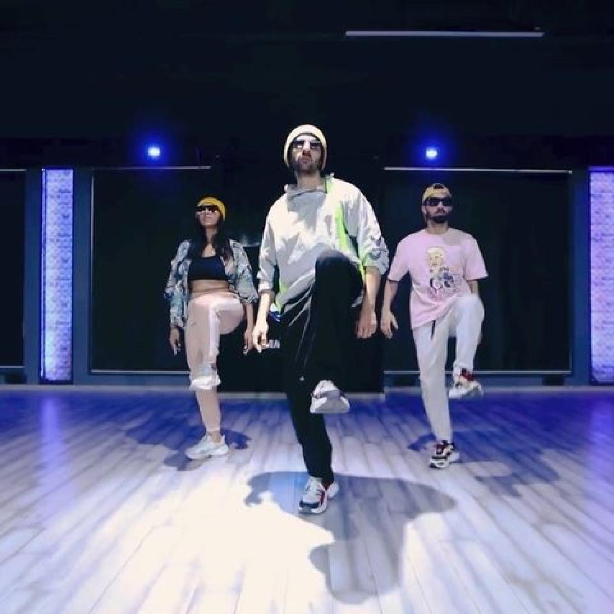 Watch: Kartik Aaryan dances to Allu Arjun's 'Butta Bomma'; Varun Dhawan, Rakul Preet Singh react