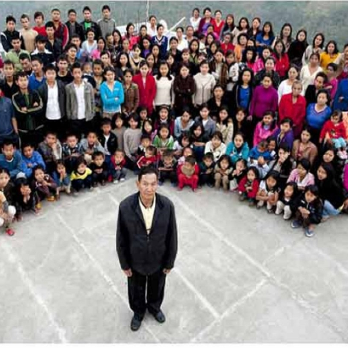 Mizoram's Ziona Chana, believed to be  head of world's largest family with 38 wives and 89 children, passes away at 76