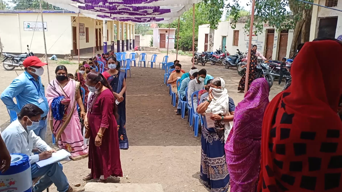 Barwani: Khetia exceeds vaccination target, adjoining villages show similar trend