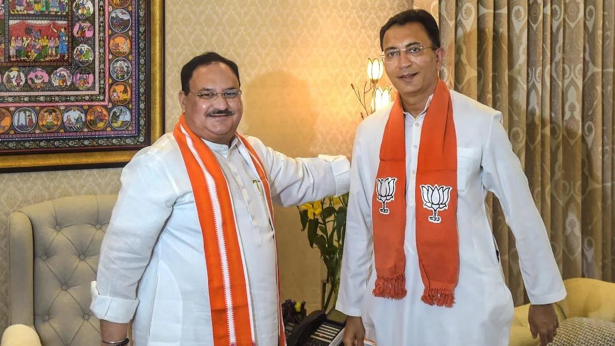 Former Congressman Jitin Prasada (R) being welcomed into the fold by BJP president J P Nadda