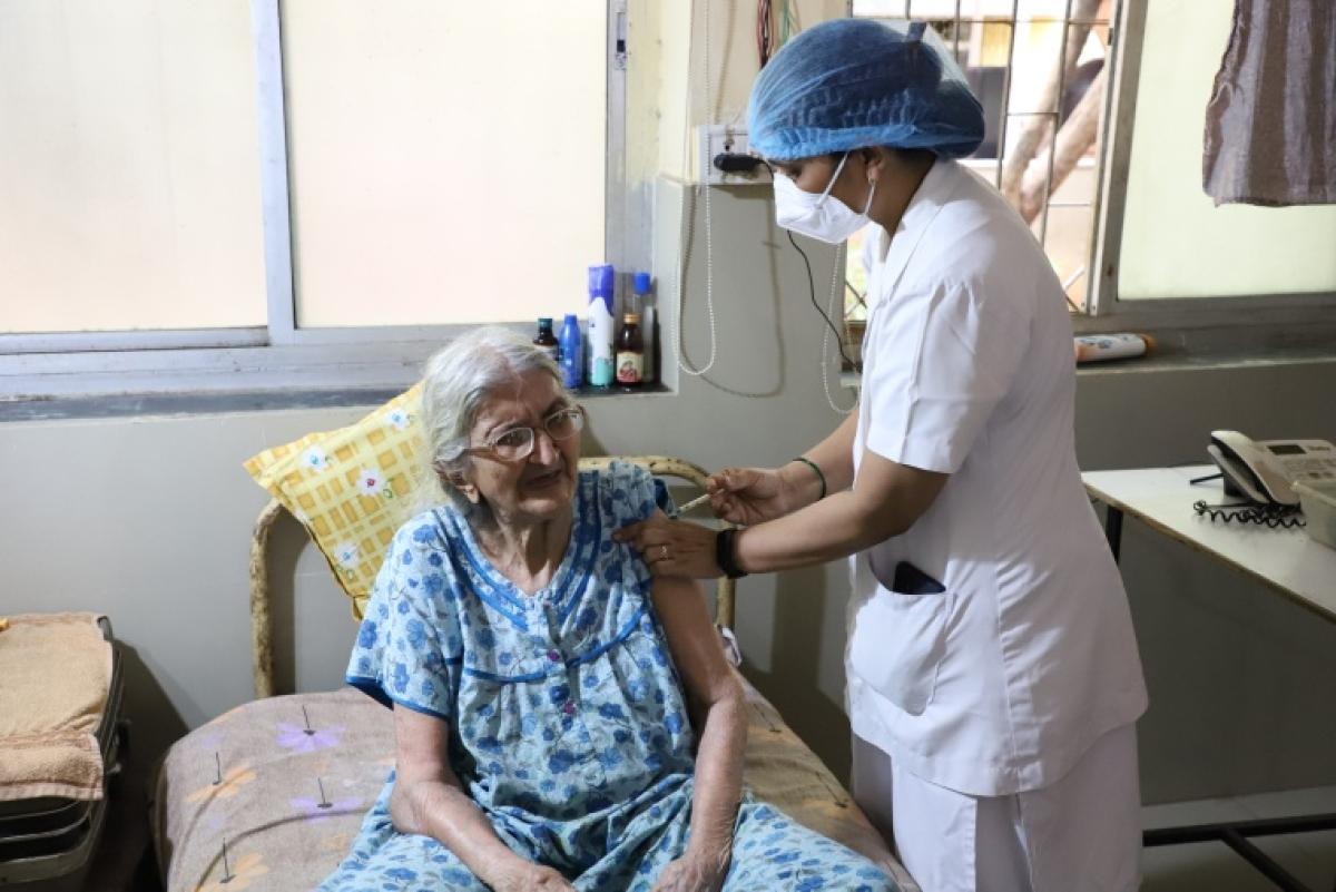 Navi Mumbai: NMMC starts special vaccination session for senior citizens, bedridden in Belapur