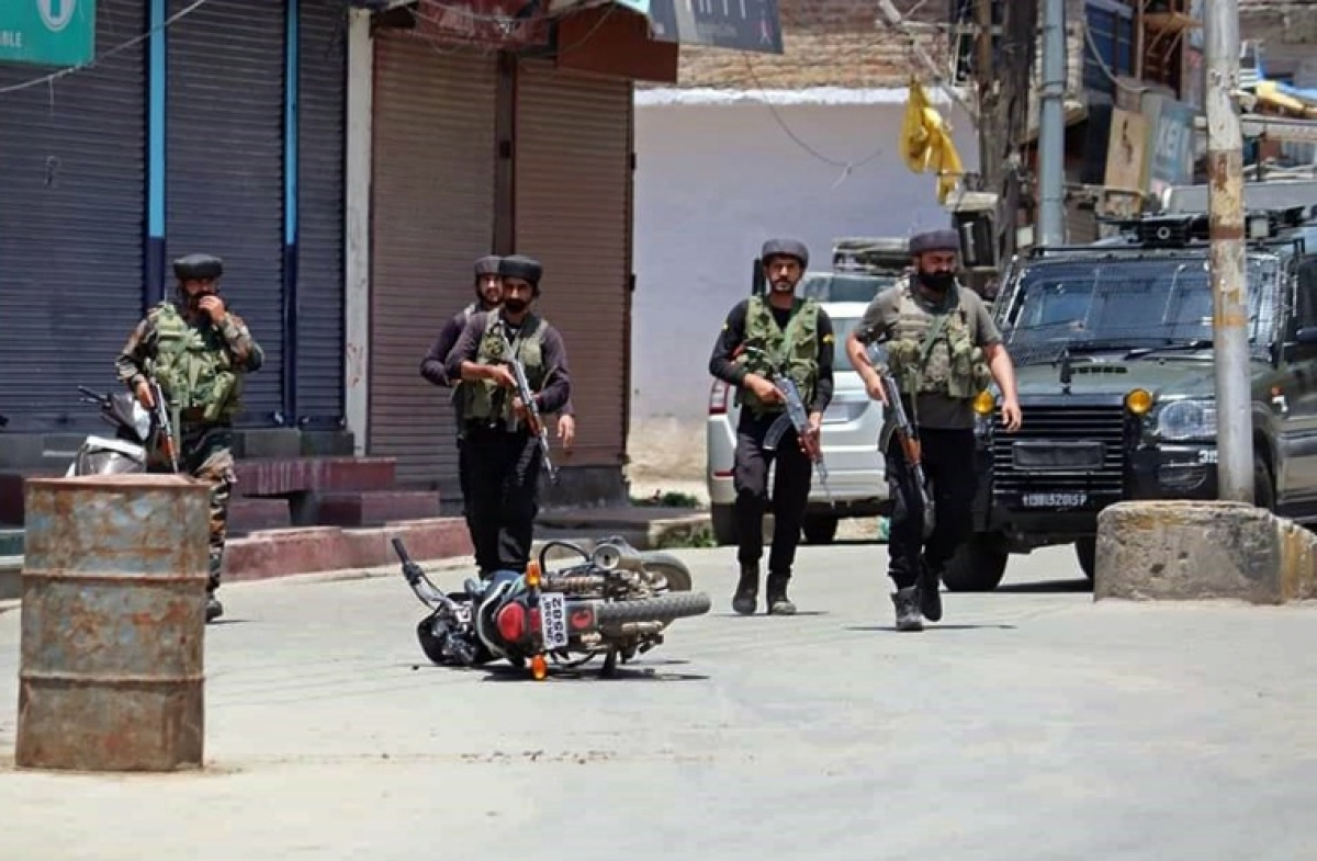 Jammu & Kashmir: 2 policemen, 3 civilians killed in Sopore militant attack; Arvind Kejriwal, Omar Abdullah, Mehbooba Mufti condemn