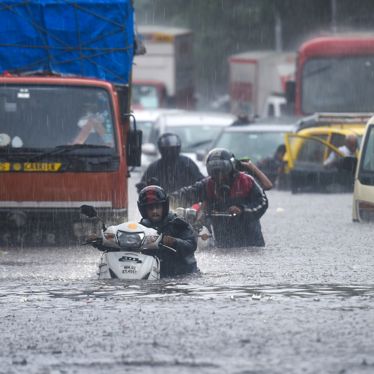 Mumbai weather updates: IMD issues weather warnings, says heavy rainfall likely till June 12