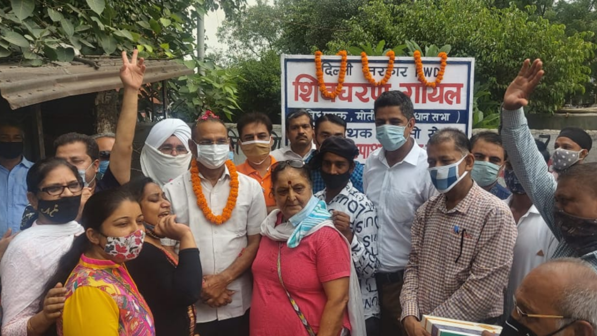 'Next will be zebra line?': AAP MLA in Delhi inaugurates speed breaker; Twitterati shower sarcastic praise