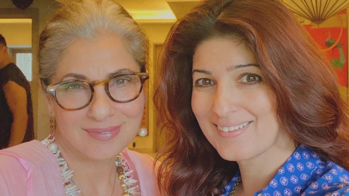 Akshay Kumar photobombs Dimple Kapadia's birthday selfie with Twinkle Khanna, see photo