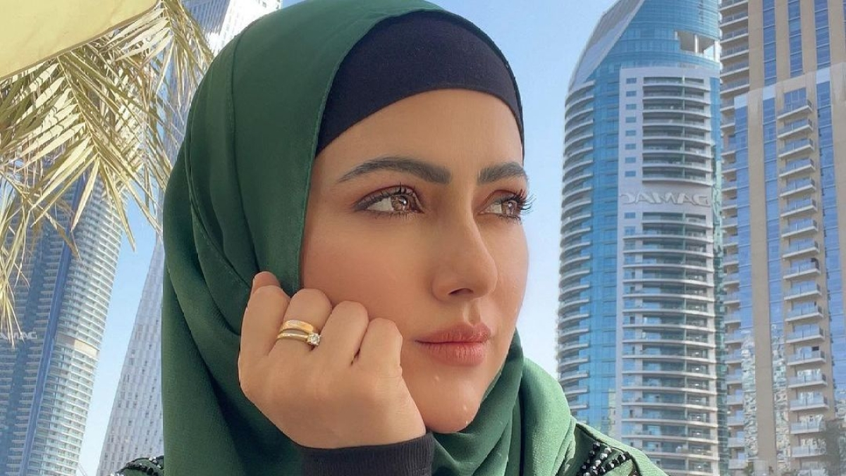 Sana Khan slams troll who mocked her for wearing hijab despite being educated