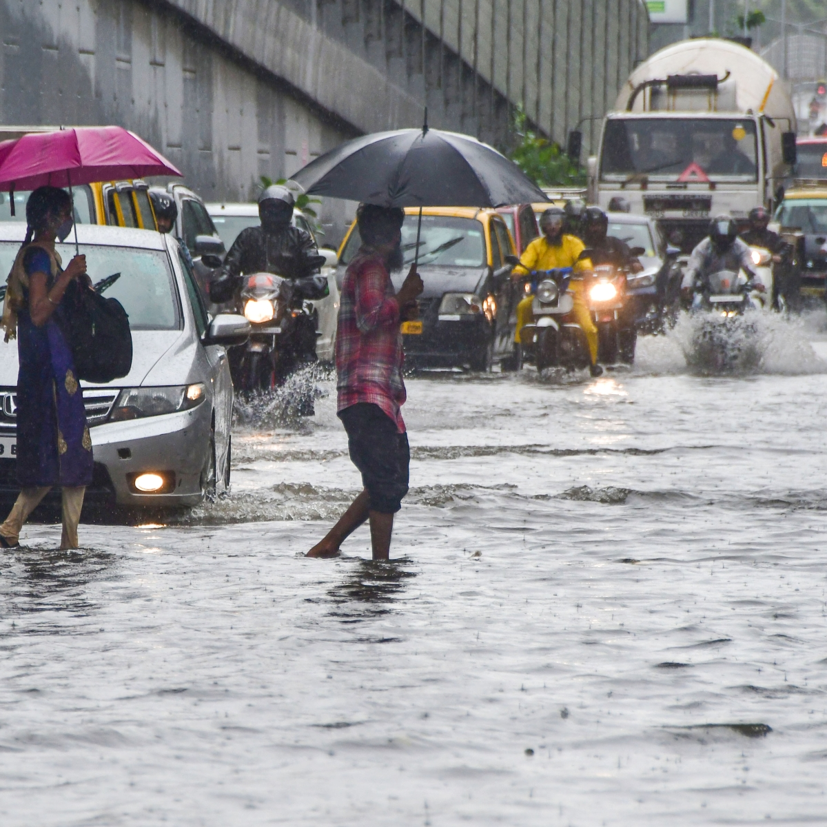 Mumbai weather update: As rain lashes city, IMD predicts moderate to heavy showers for today
