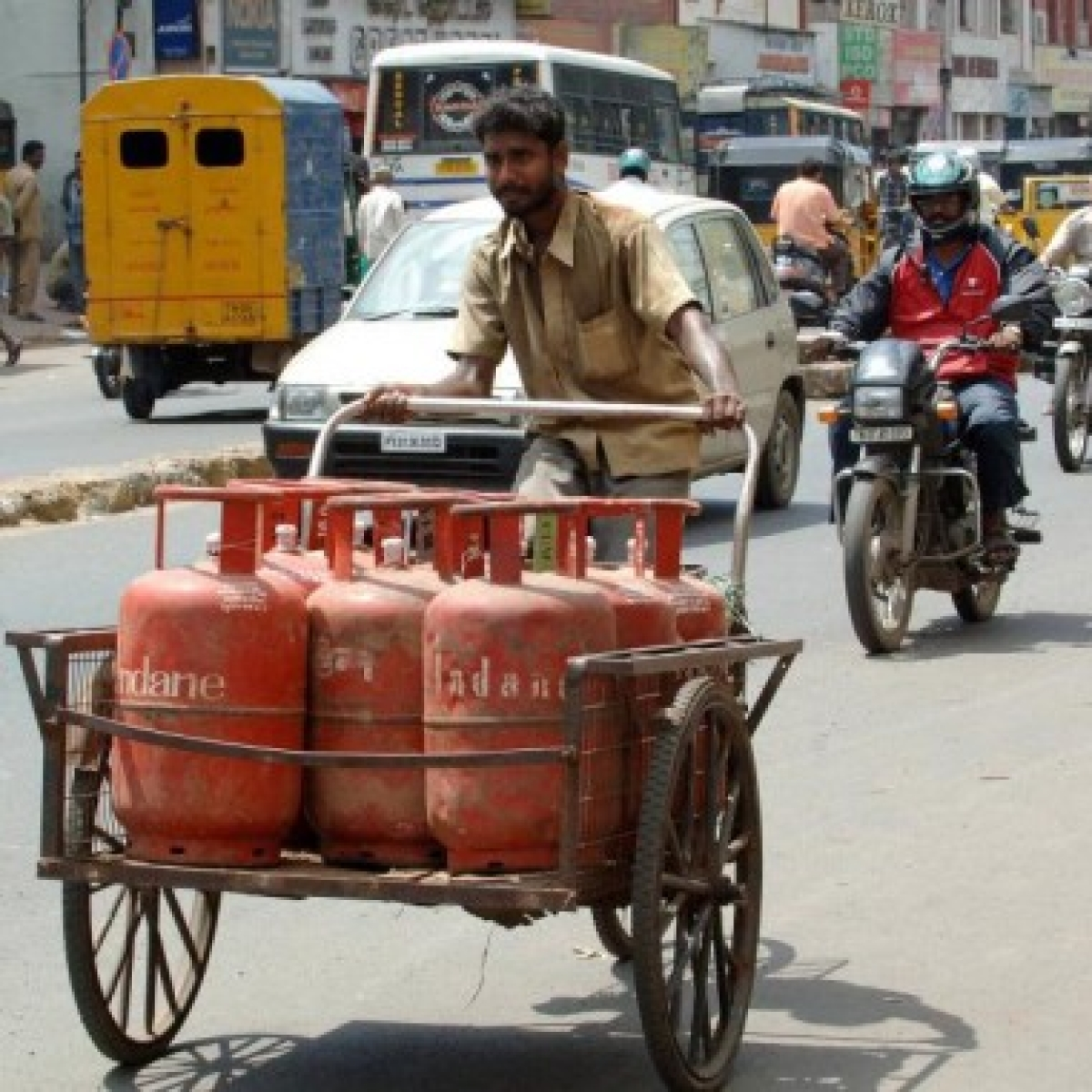 Non-subsidised LPG price cut by Rs 61.50 per cylinder