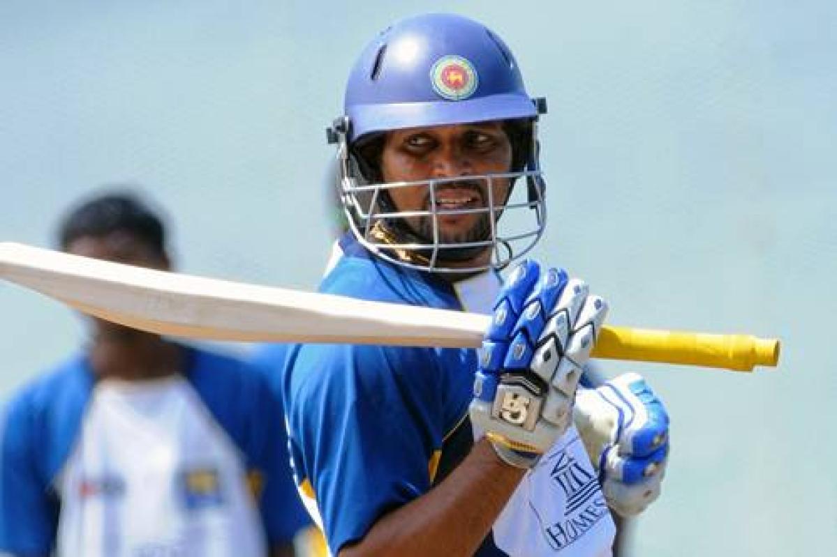 Dilshan propels Sri Lanka to 267 in second ODI