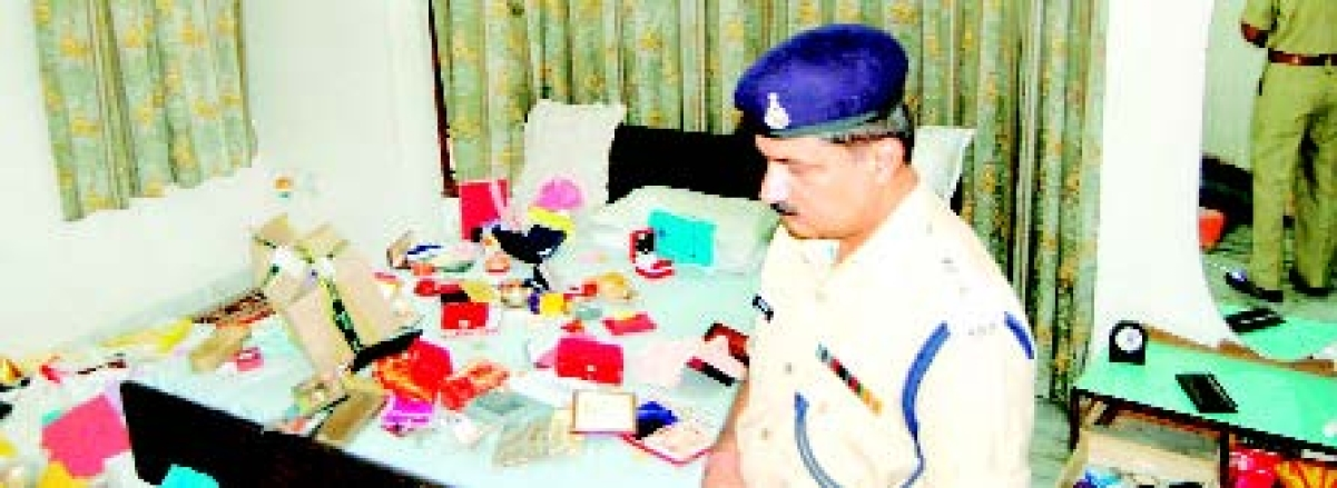 Servant decamps with goods worth Rs 10-L