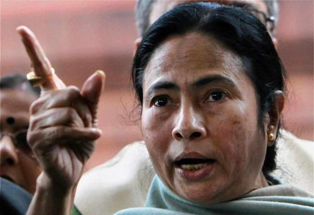 Mamata accuses government of 'looting' and 'lying'