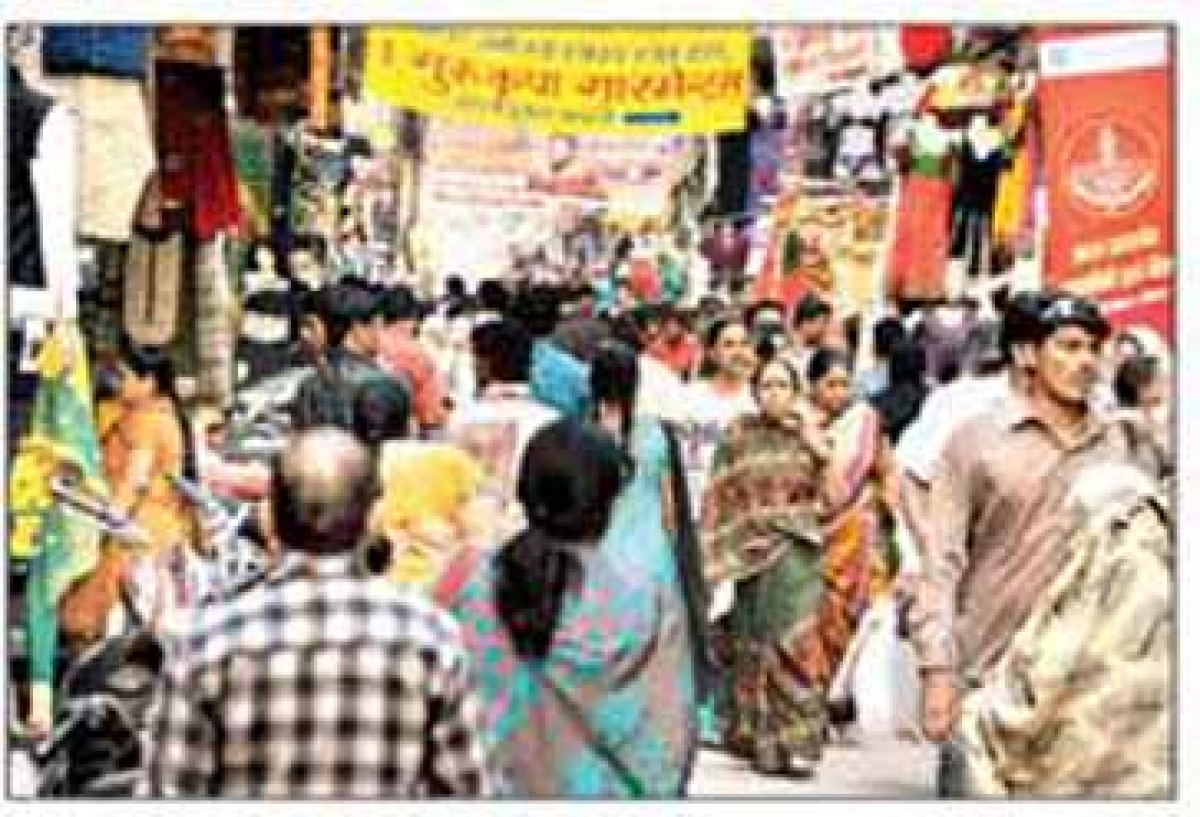 Buyers throng markets; spend over ` 100 crore