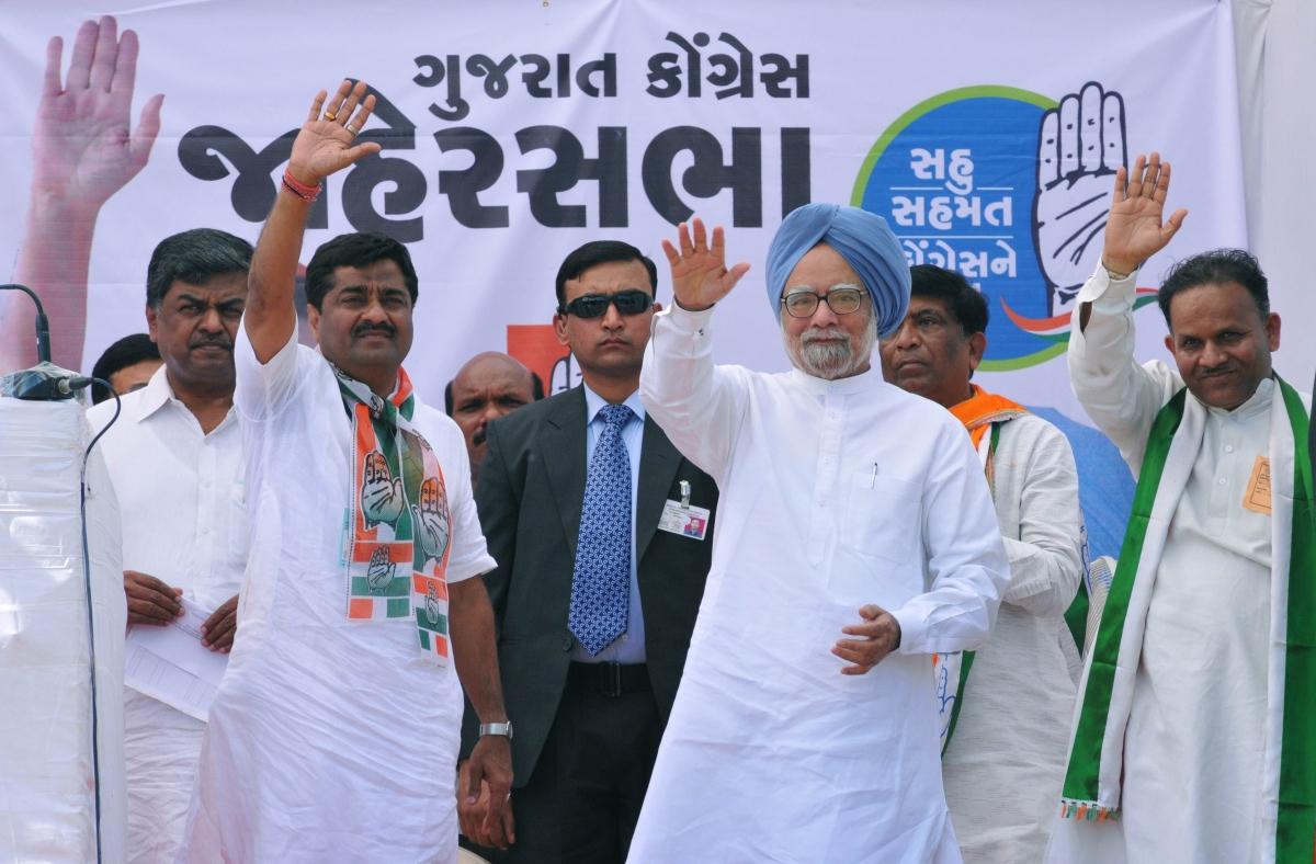 PM, Modi spar over Guj divisive politics