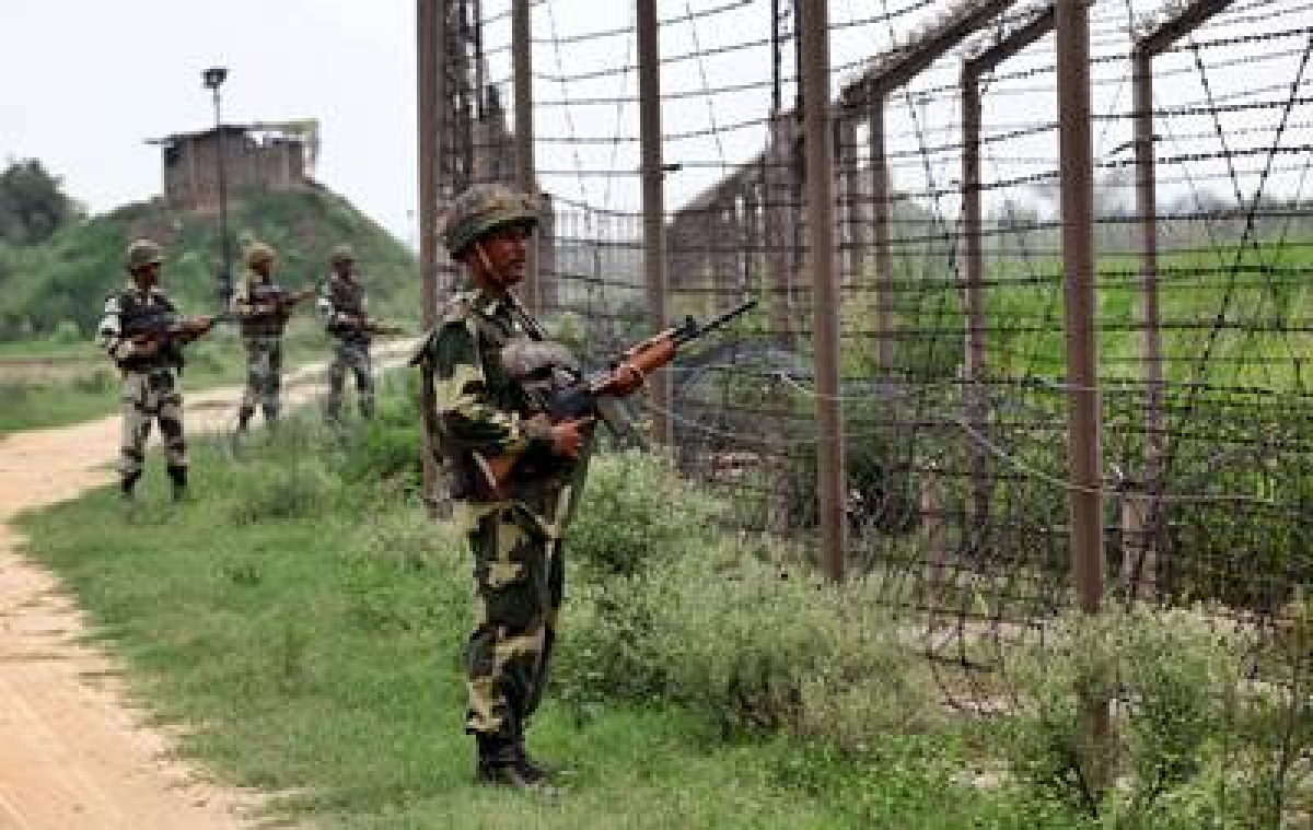 Indian Army arrests two Pakistani intruders along LoC