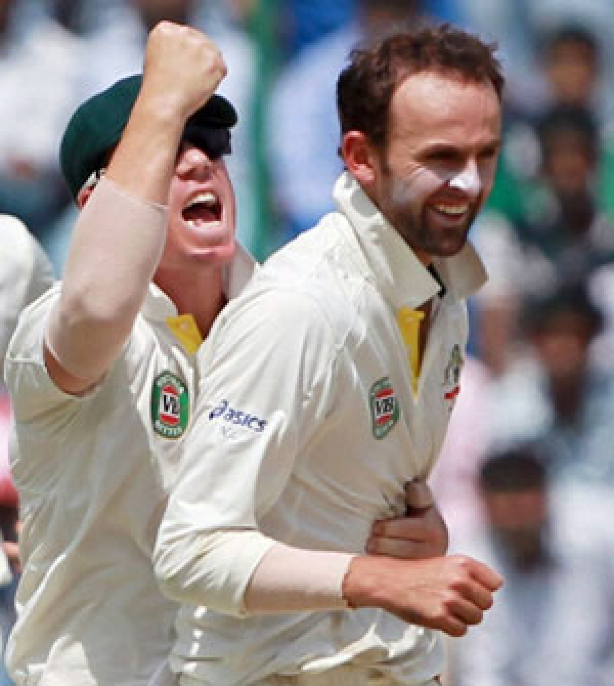Aussies embrace sledging in Test comeback!