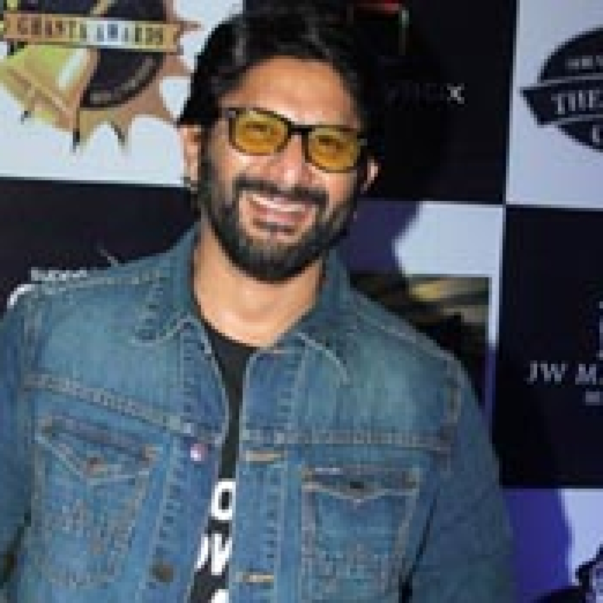 Arshad Warsi's hilarious dig at Adani over high electricity bills will leave you in splits!