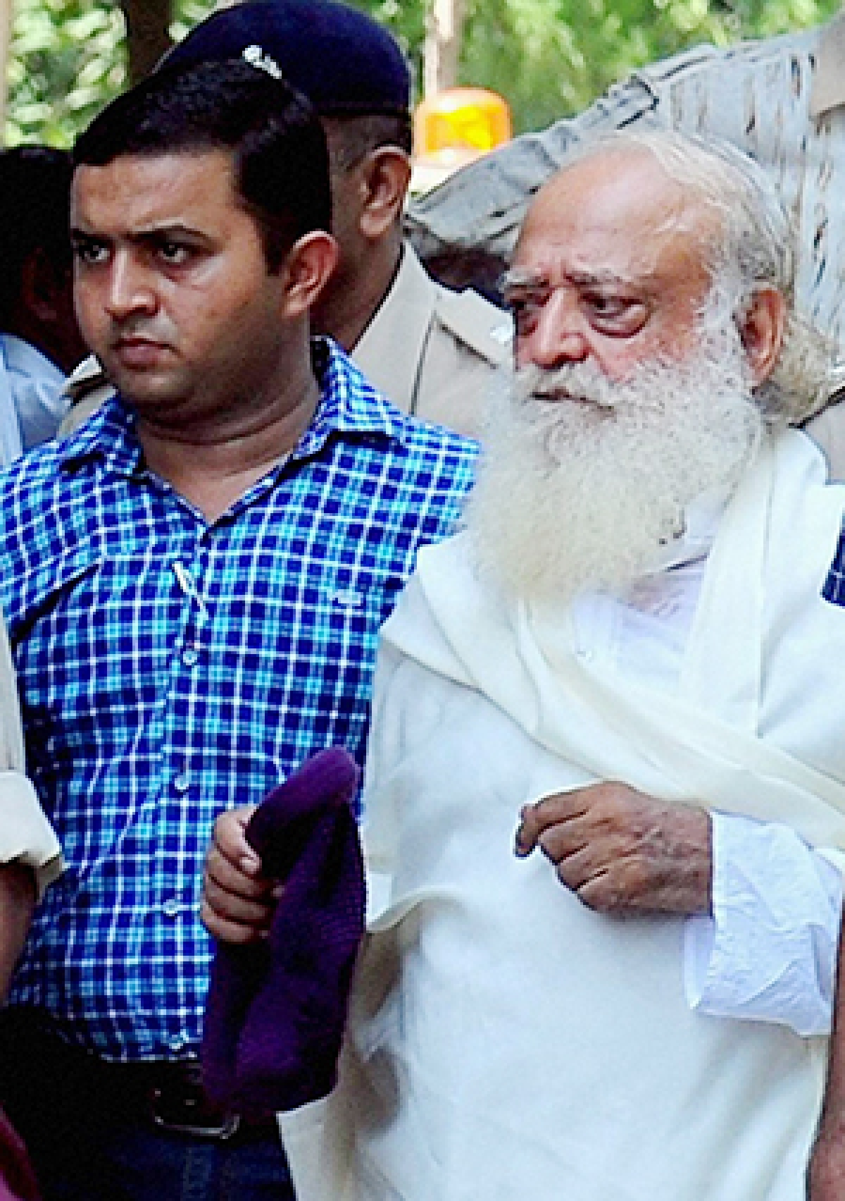 Asaram gets hostile reception in court