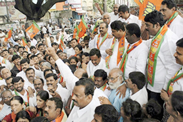 BJP leaders and workers stage a protest against Patna bomb blasts in Bengaluru on Monday.