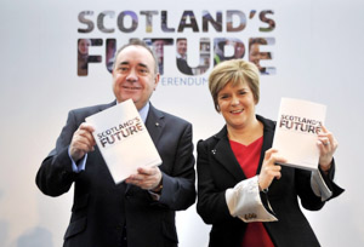 """Scotland's First Minister Alex Salmond and Deputy First Minister Nicola Sturgeon at the launch of their regional government's """"white paper""""."""
