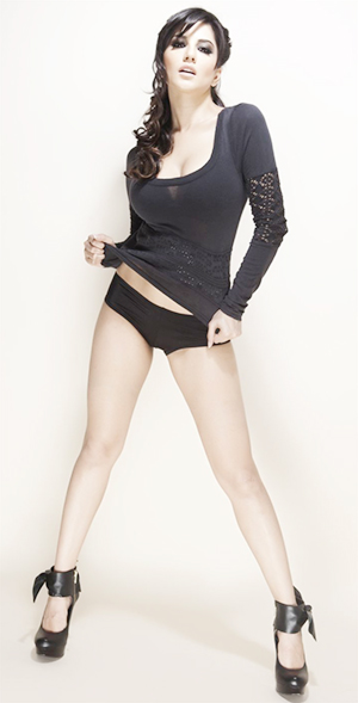 Sunny Leone wants to hit the jackpot and scare audience too