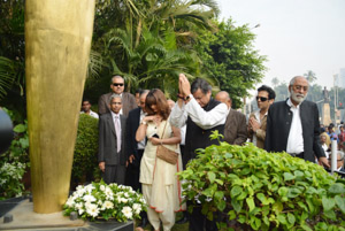 Minister of State for Human Resource Development Shashi Tharoor and his wife Sunanda pay  homage to 26/11 martyrs outside Hotel Taj Mahal, in Mumbai