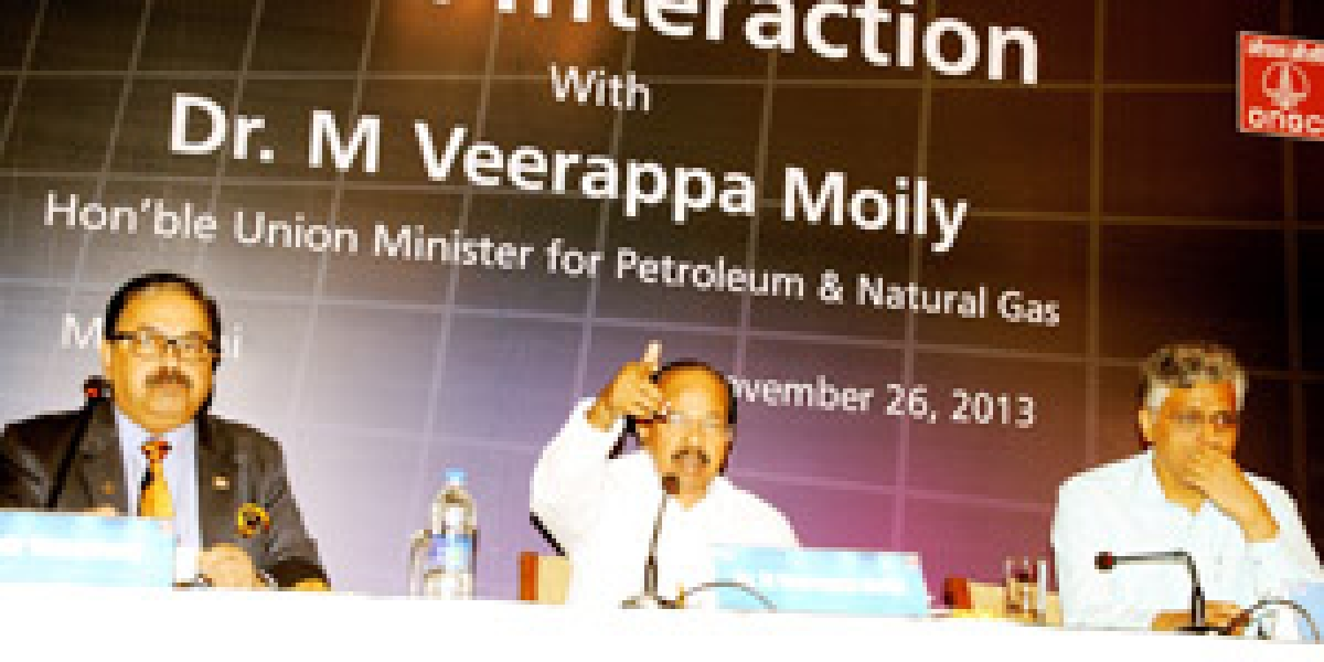 Union Minster of Petroleum and Natural Gas, Dr<br />Veerappa Moily addressing a press conference in Mumbai