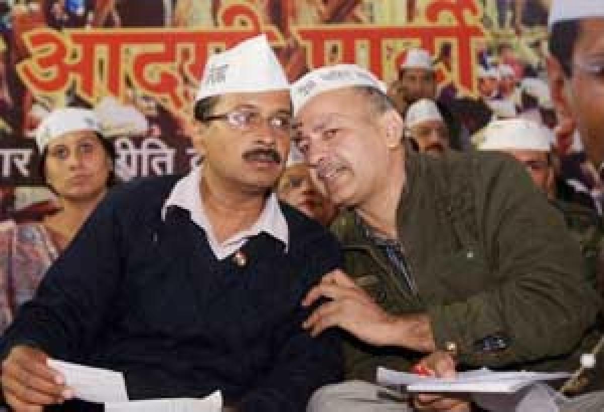 Arvind Kejriwal with party leader Manish Sishodia during the party's victory rally at Jantar Mantar in New Delhi.