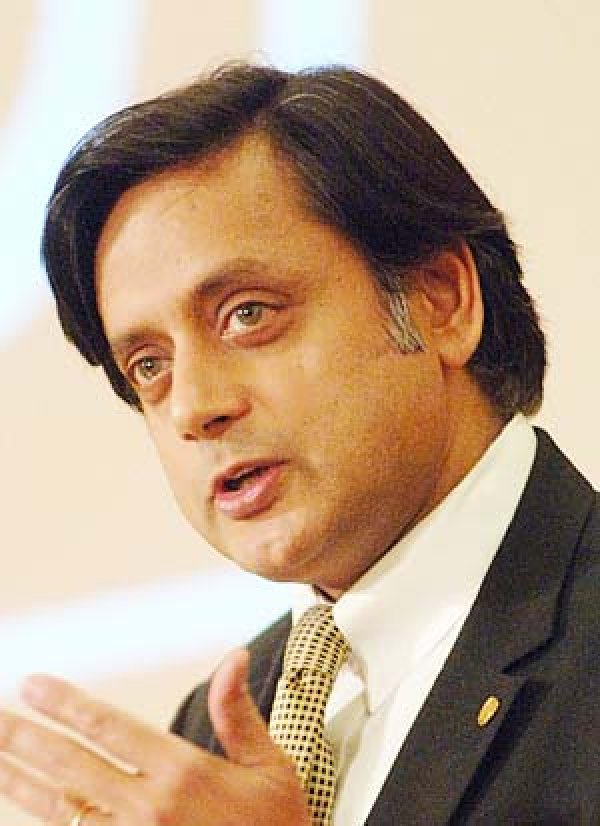 Tharoor's bill on gay  sex voted out by LS