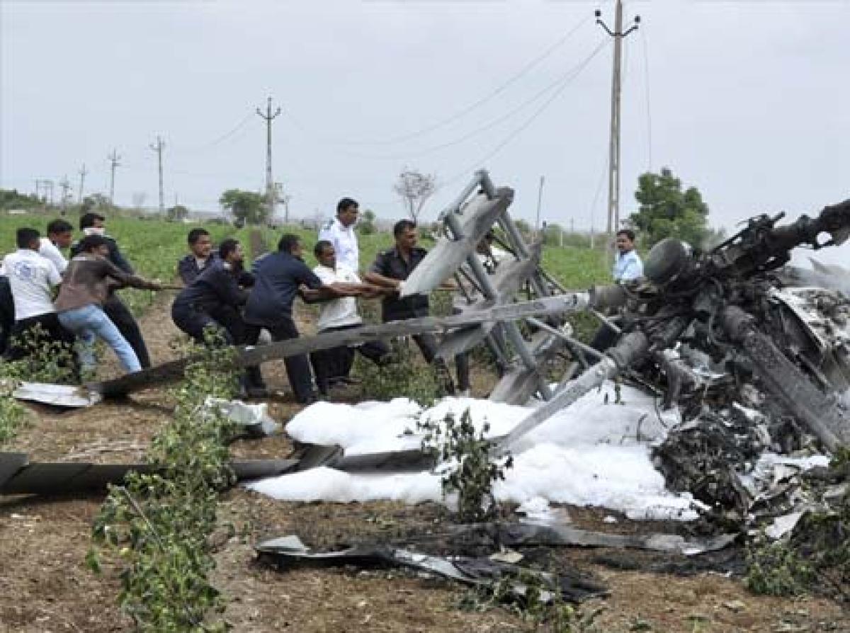 2 envoys, 5 others killed in Pak military chopper crash